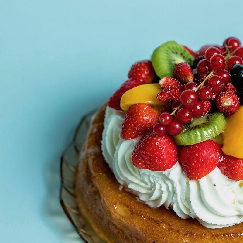 Immagine di Savarin Con Panna e Frutta
